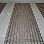 темно коричневая плетённая ткань к рулонной шторе в белом коробе