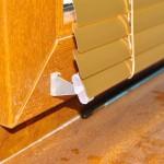 1000р.-1м² золотистые горизонтальные жалюзи на двухстворчатое окно 2000р.
