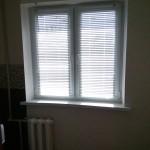 белые горизонтальные жалюзи 800р.-1м², двухстворчатое окно 1600р.
