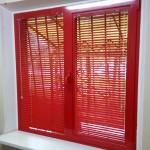 1000р.-1м² глянцевые ярко красные горизонтальные жалюзи на алюминиевое двухстворчатое окно 2000р.